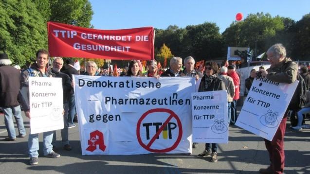 Auch Apotheker demonstrieren gegen TTIP - hier im Oktober 2015 in Berlin. (Bild: VdPP)