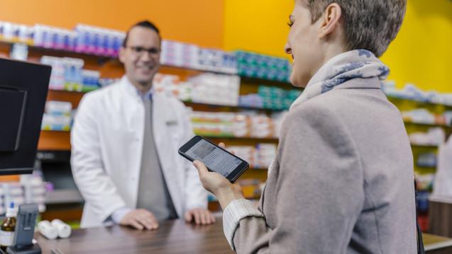 Für Apotheker und ihre Kunden gibt es inzwischen sehr viele Handy-Apps. Welche kann was? DAZ.online bietet einen Überblick. (Foto: Imago)