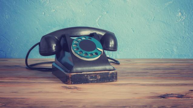 Ein Apotheker aus Brandenburg wechselte zur Telekom und musste anschließend sechs Wochen lang auf die Einrichtung seines Telefonanschlusses warten. (Foto: smiltena / fotolia)