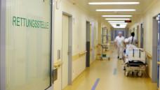 Die ABDA will nicht, dass Portalpraxen in Kliniken Arzneimittel zur Überbrückung abgeben. (Foto: Imago)