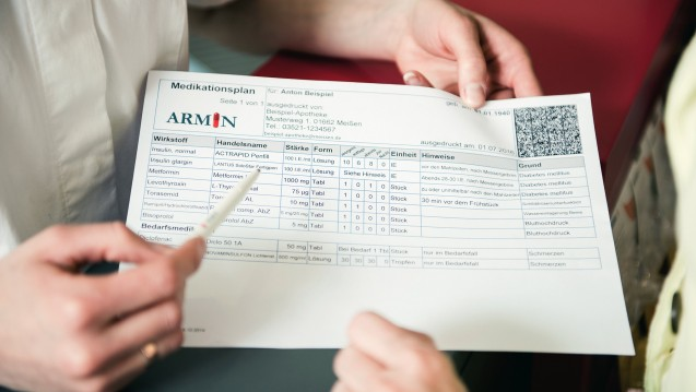 Medikationsmanagement will gelernt sein, findet Apotheker Stefan Göbel und lehrt es Studierenden der Uni Jena im Rahmen eines interdisziplinären Medikationsprojektes. (Foto. ABDA)