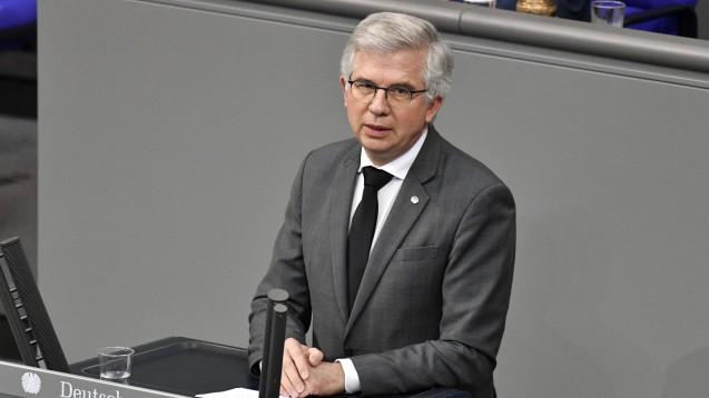 Der FDP-Bundestagsabgeordnete Andrew Ullmann zweifelt an der handwerklichen Qualität der Antigentest-Preisverordnung. (Foto: IMAGO / Future Image)