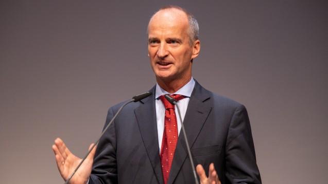 Friedemann Schmidt mahnt: Die Herausforderung, wieder Gleichpreisigkeit herzustellen, bleibt bestehen. Die Lösung muss schnellsmöglich kommen. ( r / Foto: Schelbert)