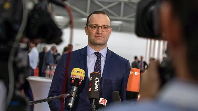 Jens Spahn (CDU): Nachdem gestern das Bundeskabinett höhere Pflegebeiträge beschlossen hat, kam der Minister zu den Apothekern nach München. (m / Foto: Schelbert)