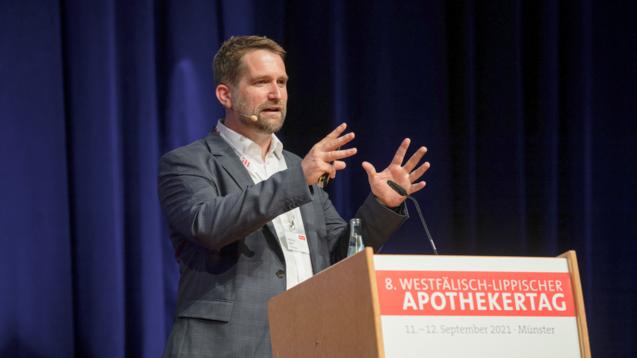 Professor Thorsten Lehr forderte beim WLAT in Münster, endlich auch in Apotheken Impfungen gegen COVID-19 anzubieten. (Foto: Leßmann)