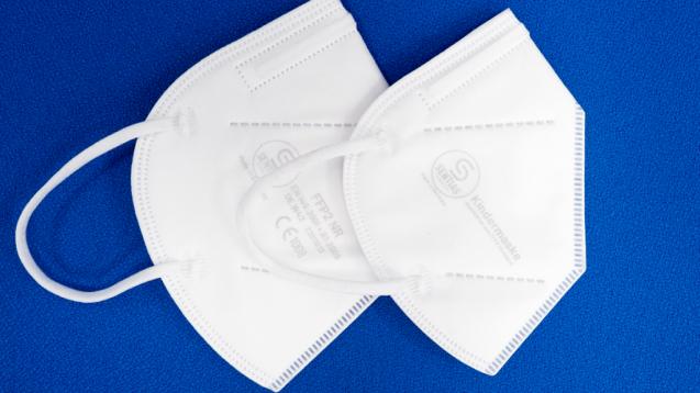 Am gestrigen Donnerstag (27. Mai 2021) hat das Bundesinstitut für Arzneimittel und Medizinprodukte (BfArM) erstmals eine Kindermaske als Medizinprodukt der Klasse 1 (rechts im Bild) zugelassen. (Foto: Sentias)