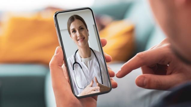 Versicherte der AOK Bayern, die an Asthma, Bronchitis oder grippalen Infekten leiden, können sich ab sofort bei Zava telemedizinisch behandeln lassen und E-Rezepte erhalten. (x / Foto: Zava 2021)