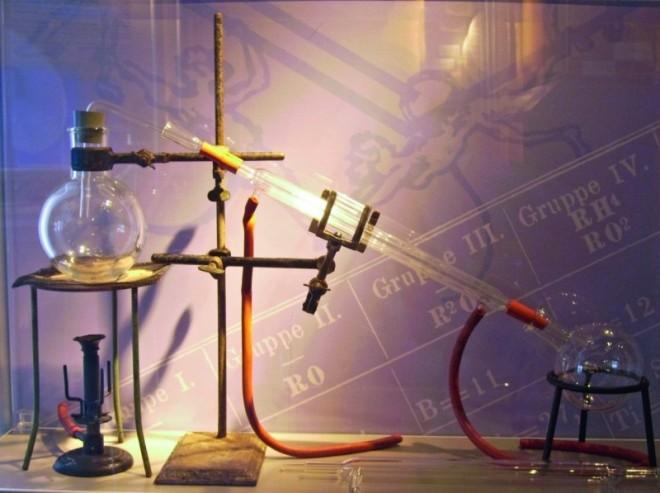 D1909_chemie_destillation.jpg