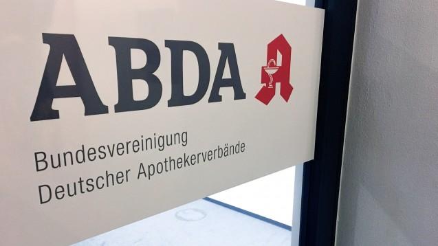 Laut einem aktuellen Beschluss der ABDA-Mitgliederversammlung bleibt das Rx-Versandverbot eine Handlungsoption, das klingt sehr viel weniger konkret als in vorigen Beschlüssen. (Foto: DAZ.online)