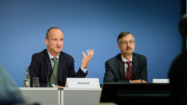 ABDA-Präsident Friedemann Schmidt und Dr. Sebastian Schmitz,  Hauptgeschäftsführer der ABDA (v. l.) wollen den Haushalt der ABDA weiter aufstocken. (Foto: ABDA / Wagenzik)