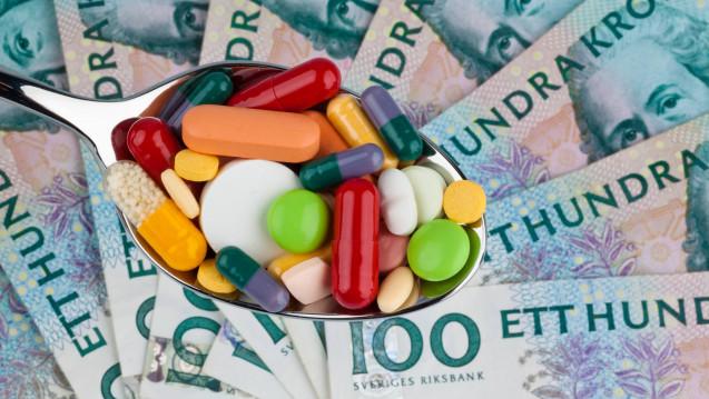 DAZ-Autorin und Apothekerin Dr. Helga Blasius stellt das Erstattungsmodell auf dem schwedischen Generikamarkt vor. Laut einer aktuellen Studie gibt es in Schweden sogenannte stille Preisabsprachen. ( r / Foto: Imago)