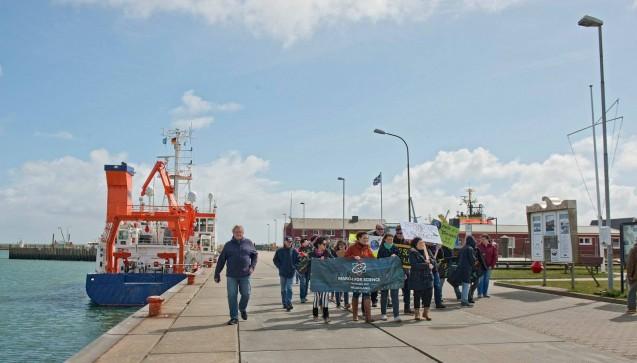 Einer der kleineren Protestzüge: Der March for Science Helgoland. (Foto:Uwe Nettelmann)