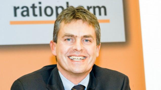 In stürmischen Zeiten soll Ex-Ratiopharm-Chef Claudio Albrecht (hier 2004 noch als Ratiopharm-Vorstand) bei Stada übernehmen. (Foto: dpa)