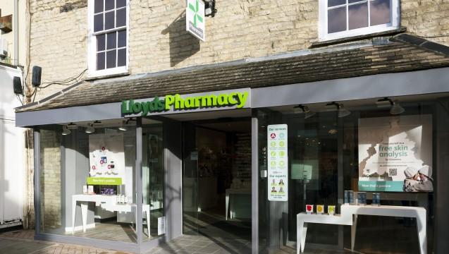Von Kürzungen betroffen: Bei der britischen Celesio-Kette Lloyds Pharmacy könnten aufgrund des gekürzten Apothekenhonorars vielleicht sogar Arbeitsplätze wegfallen. (Foto: Celesio)