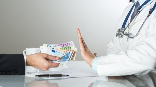 Lieber nicht: Bestechung und Bestechlichkeit im Gesundheitswesen wird künftig geahndet. (Foto: Halfpoint/Fotolia)