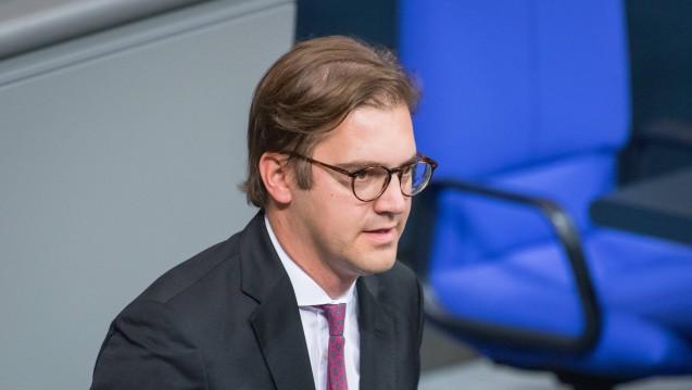 Der CSU-Abgeordnete Stephan Pilsinger will nicht mehr tatenlos zusehen, wie EU-Versender die Regeln im deutschen Arzneimittelmarkt brechen. (Foto: imago images / Christian Spicker)
