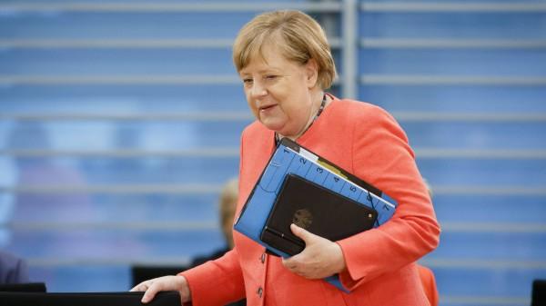 Auch Merkel für längeres Kurzarbeitergeld