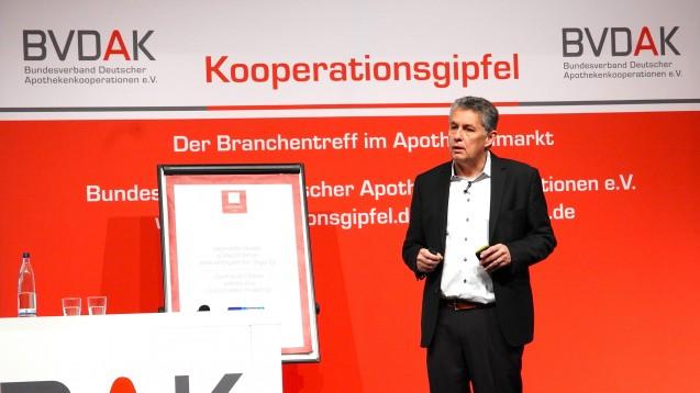 Auf dem BVDAK-Kooperationsgipfel bezeichnete BVDAK-Chef Stefan Hartmann das Honorargutachten, als Bombe, mit dem der Apothekenmarkt im Kern getroffen sei. (Foto: diz / DAZ.online)
