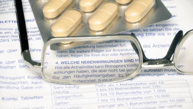 Patienten sollen Verdachtsfälle von Nebenwirkungen melden. Dazu rufen das BfArM und das PEI derzeit verstärkt auf. (m / Foto: imago)