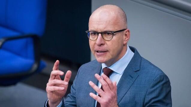 Der Bundestagsabgeordnete Jörg Schneider, der seinen Wahlkreis in Gelsenkirchen hat, sitzt seit vier Jahren für die AfD im Gesundheitsausschuss.(c / Foto: IMAGO / Christian Spicker)