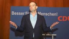 Beitragszahler sollen von der guten Finanzlage der Kassen profitieren, findet Jens Spahn. (s / Foto: imago)