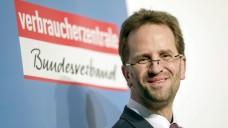 VZBV-Chef Klaus Müller hat sich im Versandhandelskonflikt wieder einmal zu Wort gemeldet und fordert den Erhalt des Rx-Versandes. (Foto: dpa)
