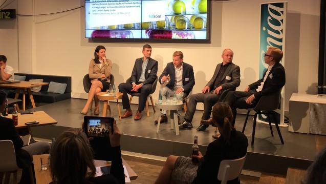 Über die Zukunft der Arzneimittelversorgung diskutierten auf erstaunlich flachem Niveau (v.l.n.r): Katja Leikert (MdB, CDU), Luca Christel (Apoly), Hartmut Deiwick (Aponeo), Kai Helge Vogel (vzbv) und Joachim Bühler (Bitkom). (Foto: DAZ.online)