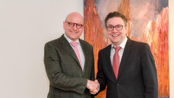 Münsters Bürgermeister steht zur Apotheke vor Ort