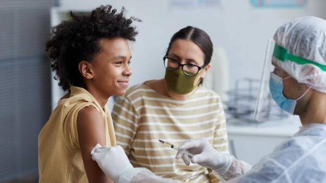Eine sehr gute Wirksamkeit und gute Verträglichkeit zeigte der Biontech/Pfizer-Impfstoff in der Studien an Jugendlichen. (b/Foto:Seventyfour / AdobeStock)