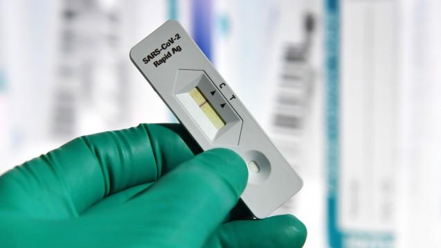 Unternehmen planen, infizierte Mitarbeiter mit SARS-Cov-2-Antigen-Schnelltests selbst zu identifizieren. (x / Foto: imago images / Sven Simon)