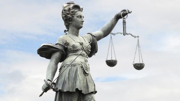 Strafverfahren gegen Apothekerin und Charité-Arzt eingestellt
