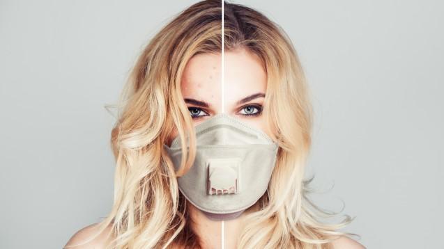 """Das häufige Tragen eines Mund-Nasen-Schutzes kann eine bestehende Akne verschlimmern. Was tun? Was hilft bei """"Maskne""""? (m / Foto:artmim / stock.adobe.com)"""