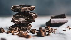 Dunkle Schokolade soll ja bekanntermaßen sogar gesund sein. Wahrheit oder Mythos? (Foto: mateuszsiuta / AdobeStock)