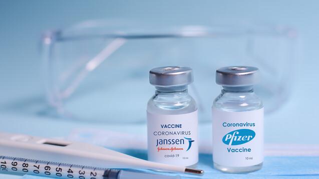 Die STIKO rät, dass der Impfschutz nach einer Dosis mit dem Janssen COVID-19-Impfstoff vier Wochen später mit einem mRNA-Impfstoff optimiert werden soll. (s / Foto:syhin_stas / AdobeStock)