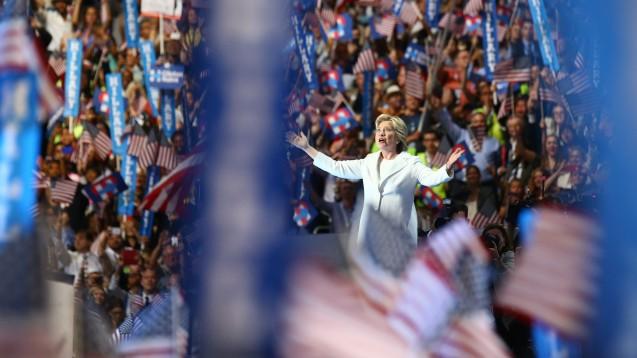 Hillary Clinton beim Nominierungs-Parteitag der Demokraten: Wie verändert sich das US-Gesundheitssystem zukünftig mit ihr– oder mit Konkurrent Donald Trump? (Foto: picture alliance / AA)