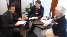Im Gespräch: Die Apotheker Claudia und RolandKröger suchen das Gespräch mit Parlamentariern wie dem CDU-BundestagsabgeordnetenThorsten Frei. (Foto: Büro Frei)
