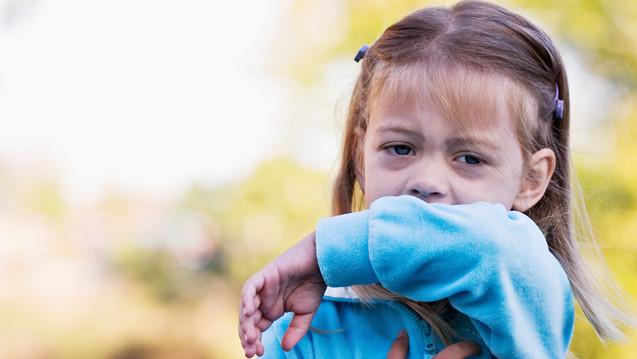 Ambroxol ist eine sichere Option bei Husten - auch für die Kleinen. (Foto: Stephanie Frey / Fotolia)