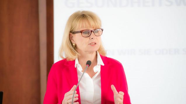 Karin Maag, die gesundheitspolitische Sprecherin der Unionsfraktion, bewertet die neuen Entwicklungen von TK und AOK zur digitalen Patientenakte positiv. (Foto: vdek/G. Lopata)