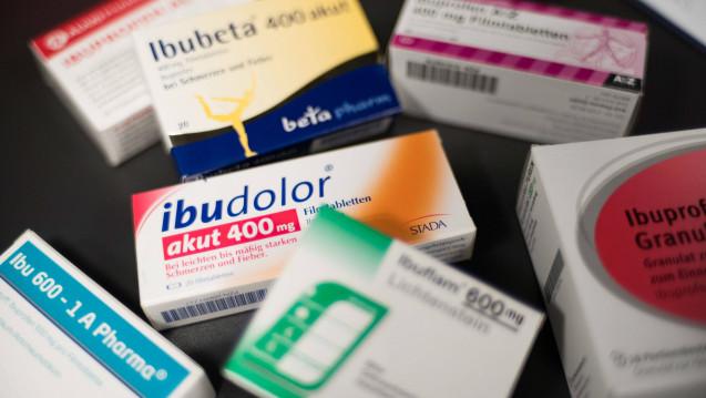 ibuprofen-Arzneimittel sind in Apotheken immer wieder knapp - und da einer der führenden Wirkstofflieferanten die Produktion bis auf weiteres gestoppt hat, könnte dies noch eine Weile so bleiben. (Foto. Imago)
