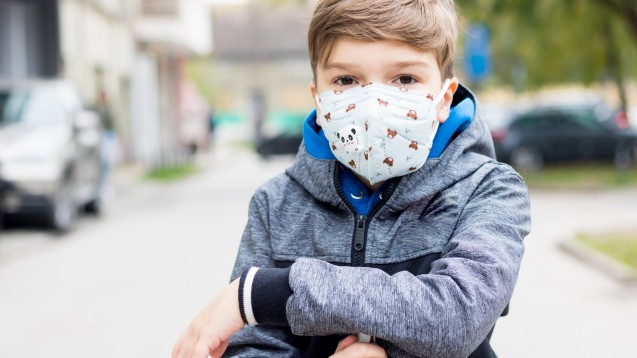 Das Bundesministerium für Arbeit und Soziales (BMAS) erklärt: Es sei von den Prüfvorgaben der EN 149 nicht ausgeschlossen, dass Masken hergestellt und geprüft werden, die im Bereich Infektionsschutz für Kinder und Jugendliche geeignet sind. (Foto: LumineImages / AdobeStock)