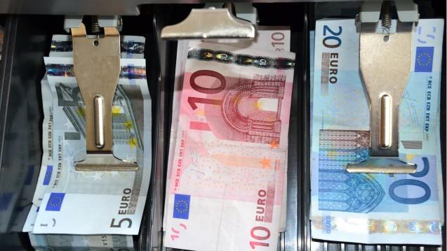 Immer noch 6 Millionen Euro zu wenig: Die ABDA will derzeit offenbar keine Forderung geltend machen, dass der Notdienstfonds der Apotheker auf die versprochenen 120 Millionen Euro ansteigen soll. (Foto: Jon Fennel / fotolia)