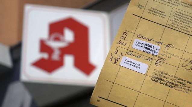 Nach einem Update wird im DAV-Apothekenportal ein Modul bereitgestellt, mit dessen Hilfe die ausgestellten Impfzertifikate abgerechnet werden können. (Foto: IMAGO / Steinach)