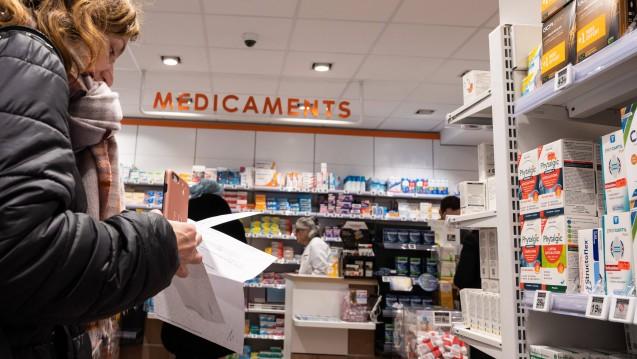 In Frankreichs Apotheken bekommen Patienten derzeit weder Atemschutzmasken noch Desinfektionsmittel. Frankreichs Regierung will nun durchgreifen. (s / Foto: imago images / Hans Lucas)