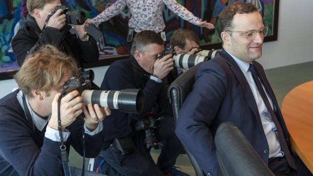 Bundesgesundheitsminister Jens Spahn (hier in der Ministerrunde im Kanzleramt) will das geplante Apotheken-Stärkungsgesetz im Juli ins Bundeskabinett einbringen. (c / Foto: Imago images / Christian Thiel)