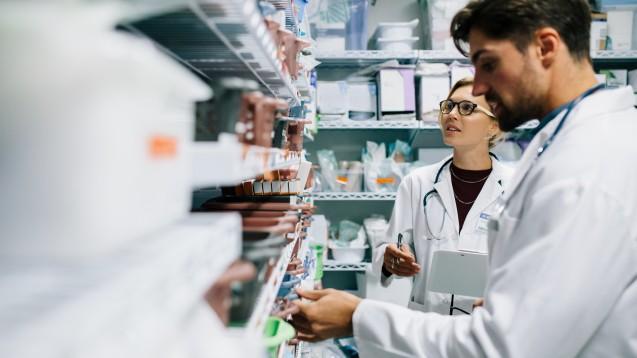 Krankenhausapotheken sind von Lieferengpässen besonders betroffen. Die ADKA fordert auch eine Lagerhaltungspflicht für Hersteller. ( r / Foto: Jacob Lund / Stock.adobe.com)