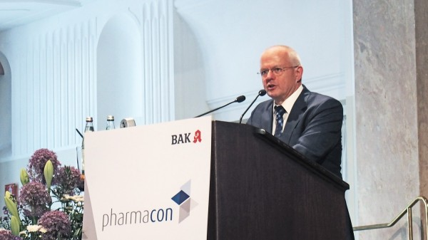 Kiefer kritisiert Papier-Medikationsplan