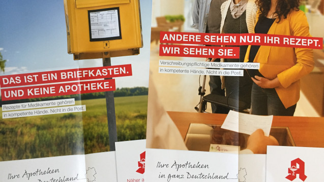 Zwei neue Plakatmotive, die die Kollegen in den Apotheken aufhängen sollen. (Foto: DAZ.online)