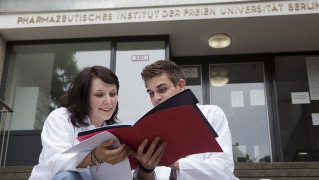 Das Bundesverfassungsgericht knöpft sich die NC-Regelungen zum Humanmedizinstudium vor. Auch angehende Apotheker müssen durch die zentrale Studienplatzvergabe. .(Foto: ABDA)