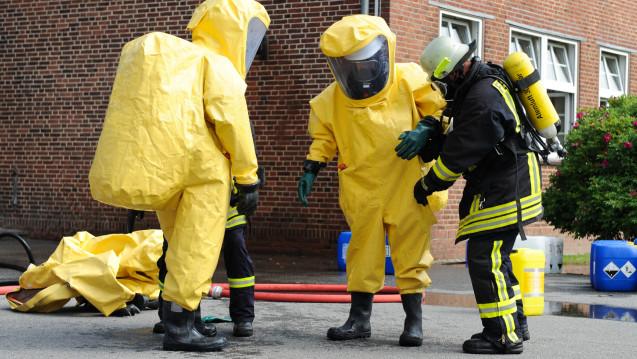 In derartigen Schutzanzügen arbeiteten die Einsatzkräfte in Soest. (Foto: benjaminnolte / stock.adobe.com)