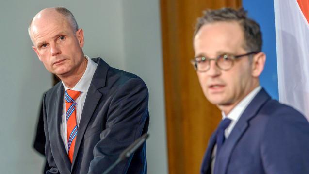 Der niederländische Außenminister Stef Blok (li.) hat sich beim deutschen Außenminister Heiko Maas (SPD) über das geplante RX-Versandverbot beschwert. (Foto: Imago)